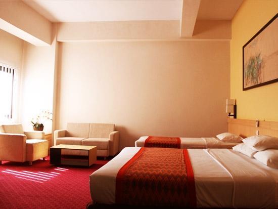 Gadjah Mada University Club Hotel Yogyakarta - Family Suite