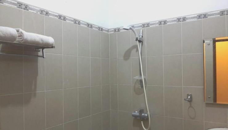 Hotel Bontocinde Makassar Makassar - Bathroom