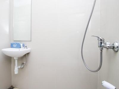 Airy Blimbing Ciujung 7 Malang - Bathroom