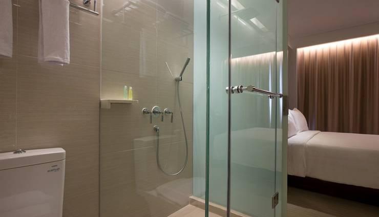 Hotel Santika Premiere Hayam Wuruk - Bathroom