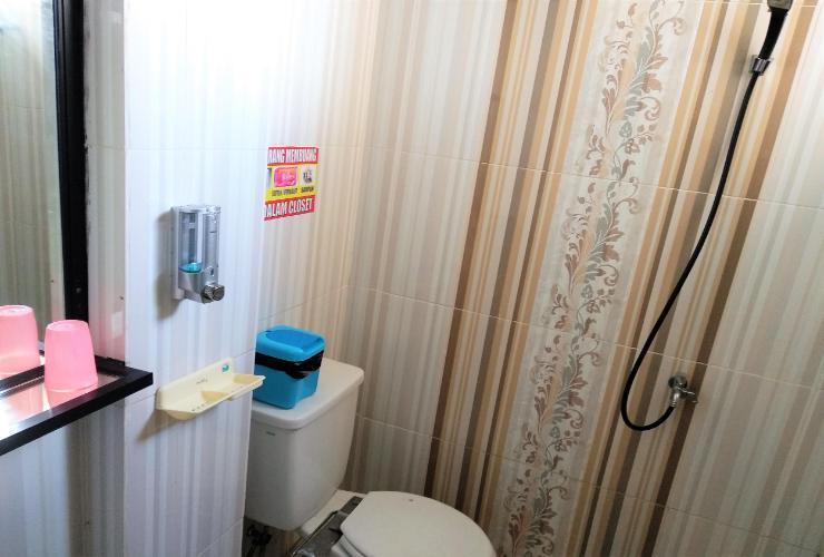 Grand Juanda Guest House Samarinda - Bathroom
