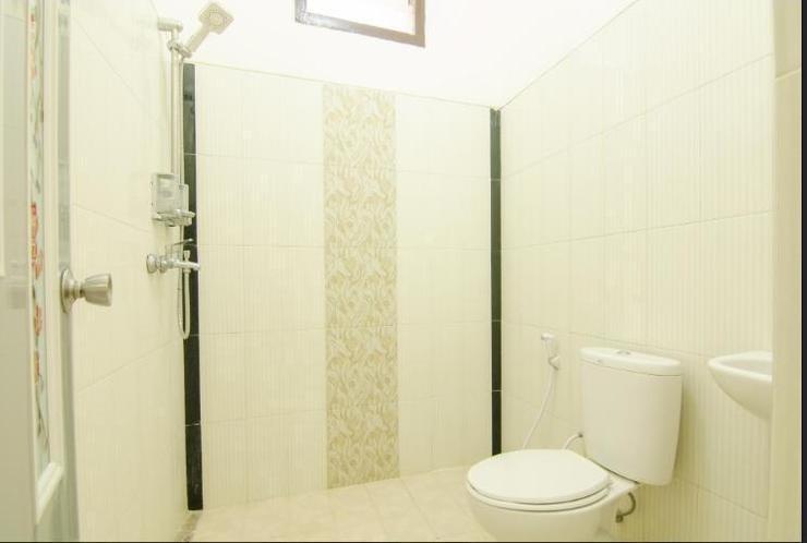 Shakila Guest House Malang - Bathroom