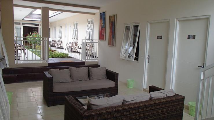Shakila Guest House Malang - lobby