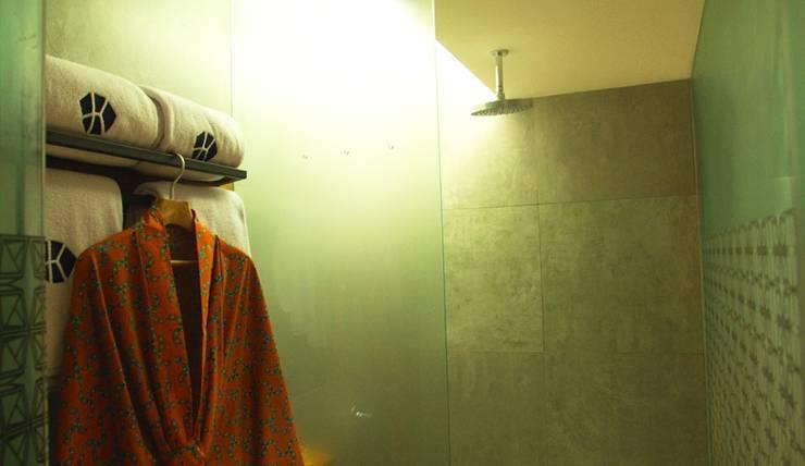Kosenda Hotel Jakarta - Shower