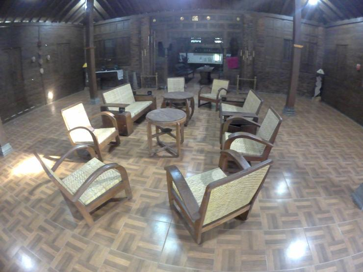 Rumah Jamu Karang Kedemple Homestay Semarang - joglo