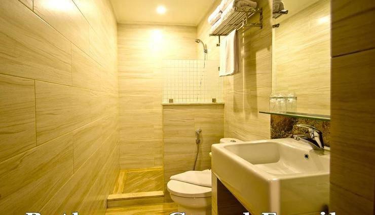 Green Batara Hotel Bandung - Grand Family Bathroom