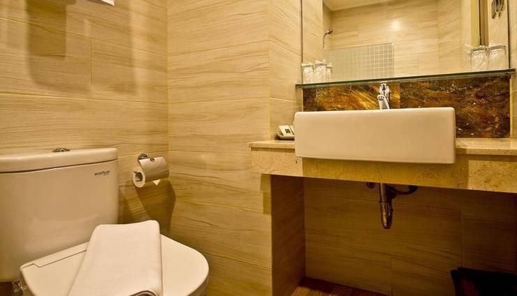 Green Batara Hotel Bandung - Family Bathroom