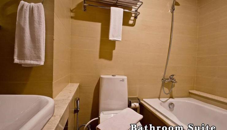 Green Batara Hotel Bandung - Corner Executive Bathroom