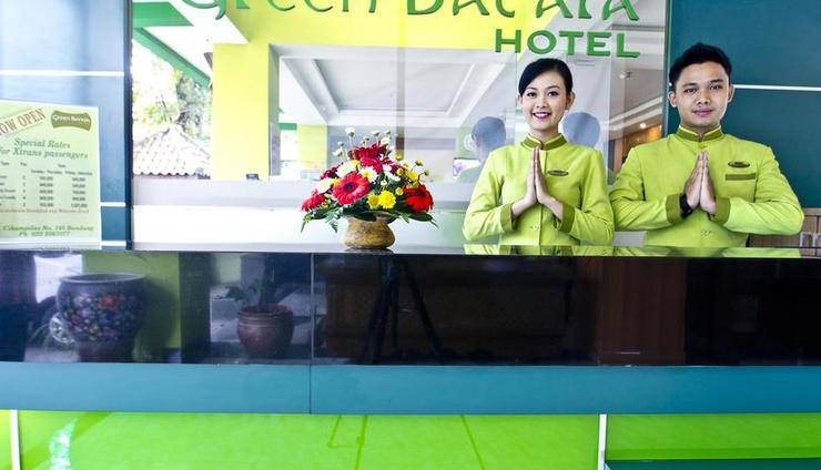 Green Batara Hotel Bandung - Receptionist