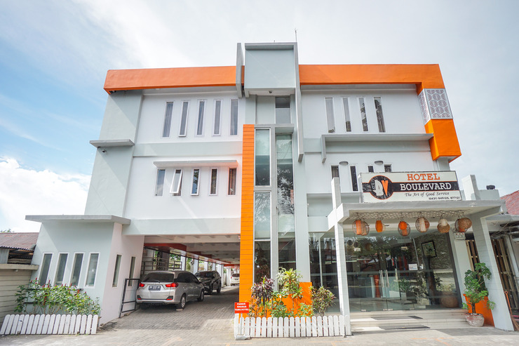 OYO 955 Hotel Boulevard Manado - Facade
