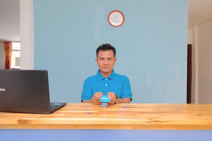Airy Eco Japaris Medan Area Rahmadsyah 293 - Receptionist