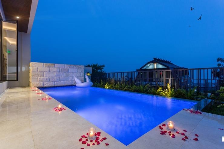 ALCOLA Boutique Villa Malang - Private pool with mountain view