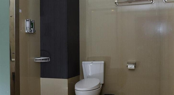 Cempaka Hill Hotel Jember - Bathroom