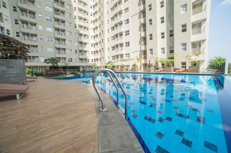 Modest 1BR Apartment at Parahyangan Residence By Travelio Bandung - Kolam renang