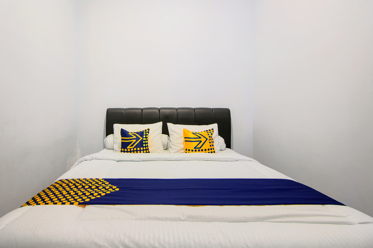 SPOT ON 2754 Miyagi Guesthouse Yogyakarta - Guest Room