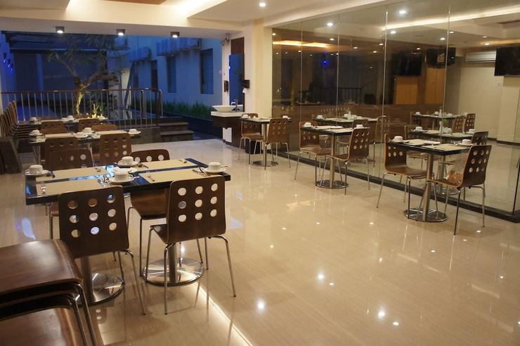 Favor Hotel Makassar - Breakfast Area