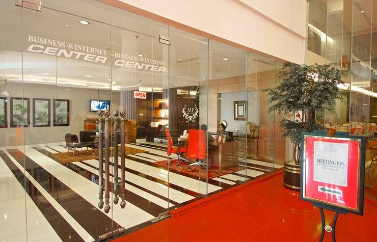 Merlynn Park Hotel Jakarta - Business center