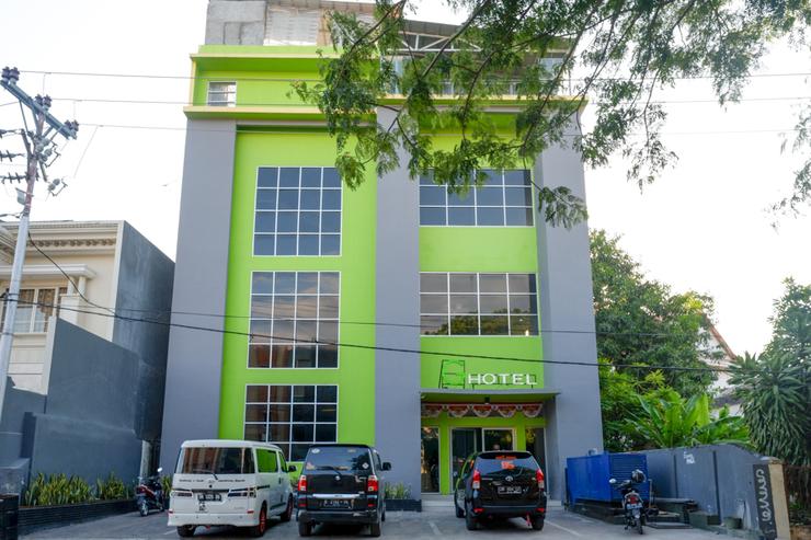 RedDoorz @ G Hotel Luwuk Banggai - Photo