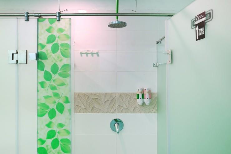 Mel's Dorm Jakarta - Female Bathroom