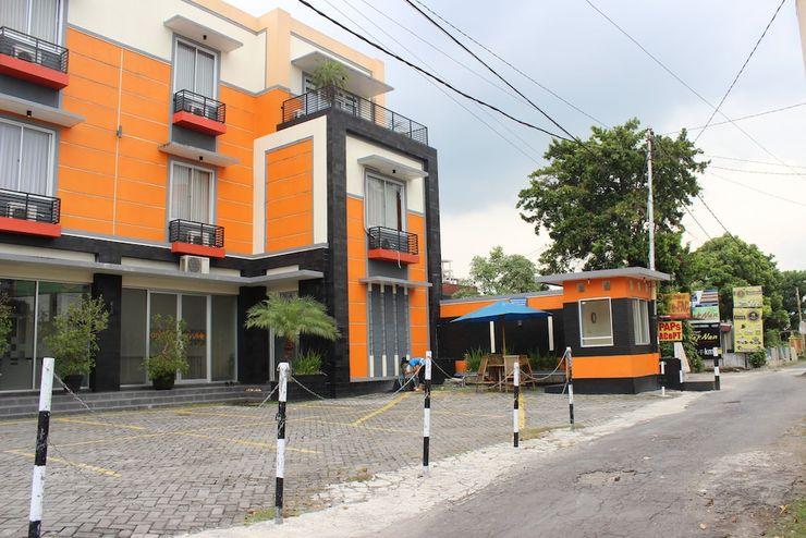 Hotel Aryuka Yogyakarta - Front of Property
