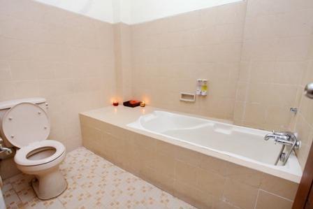 Hotel Aryuka Yogyakarta - bath room