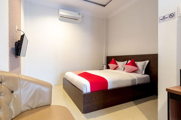 OYO 1371 Carofin Guest House Medan - Bedroom
