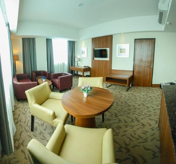 Demelia Hotel Makassar - Living Room