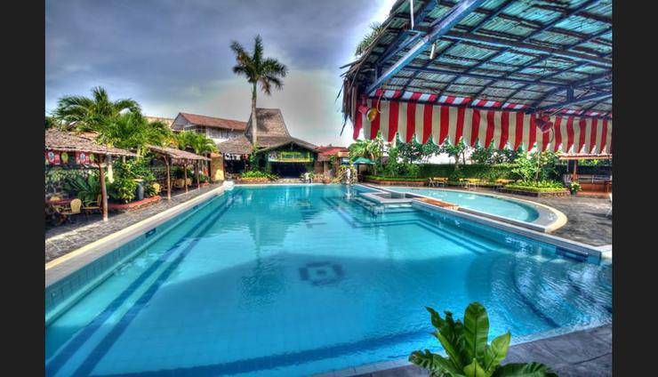 Smiling hill Apartments & Guesthouse Batam - Featured Image