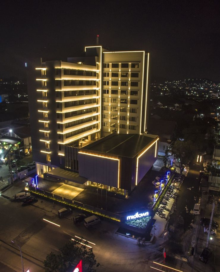 Midtown Hotel Samarinda - Featured Image