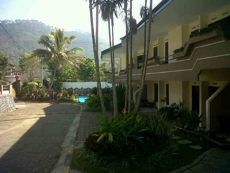 Hotel Nirwana Batu Malang - Featured Image