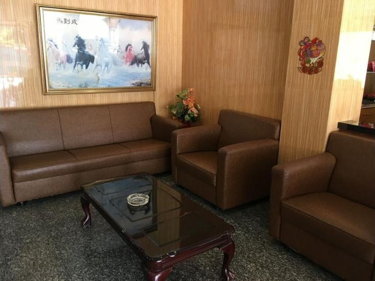 Lai Lai Mutiara Hotel Batam - Lobby Sitting Area