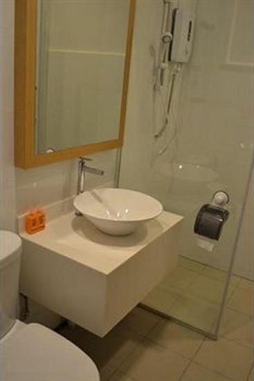 Pine Hostel by Just Inn Singapore - Bathroom