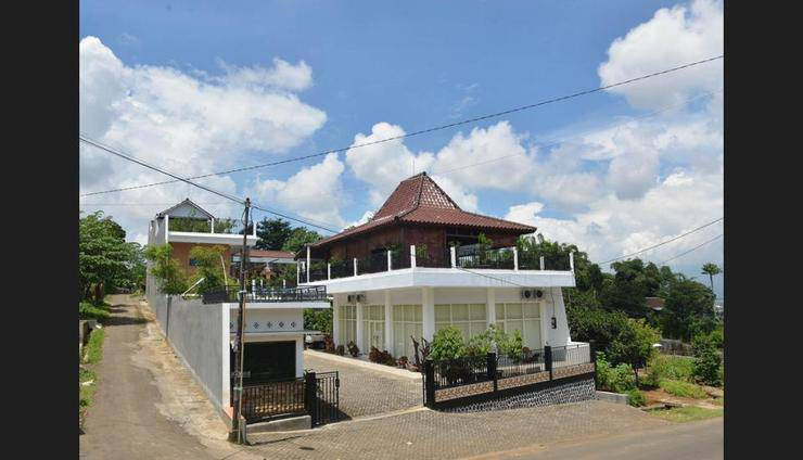 Malang Hill Gallery & Homestay Kedungkandang - Featured Image