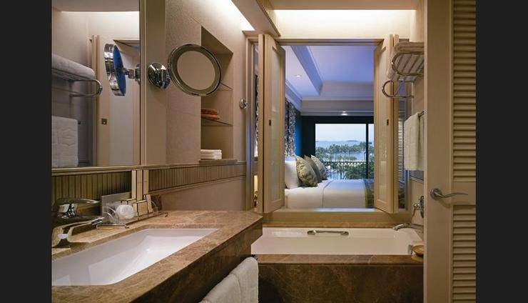 Shangri-La's Rasa Sentosa Resort & Spa Singapore - Bathroom