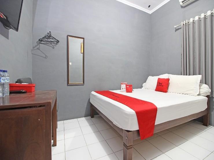 RedDoorz near Terminal Condong Catur Yogyakarta - Guestroom