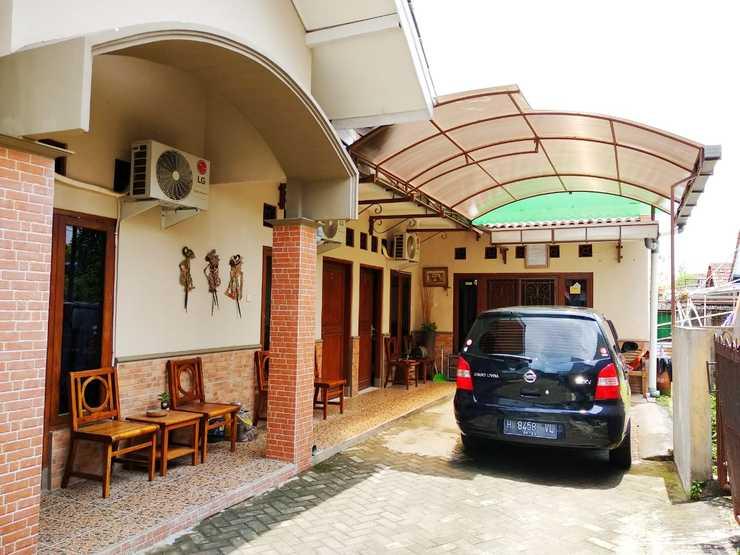 Pakuwon Guest House Yogyakarta - Facade