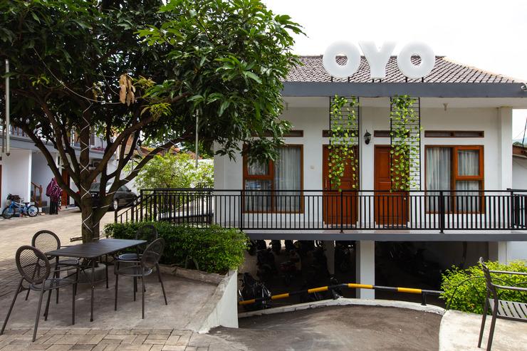 OYO 569 Cigadung Guest House Bandung - Facade