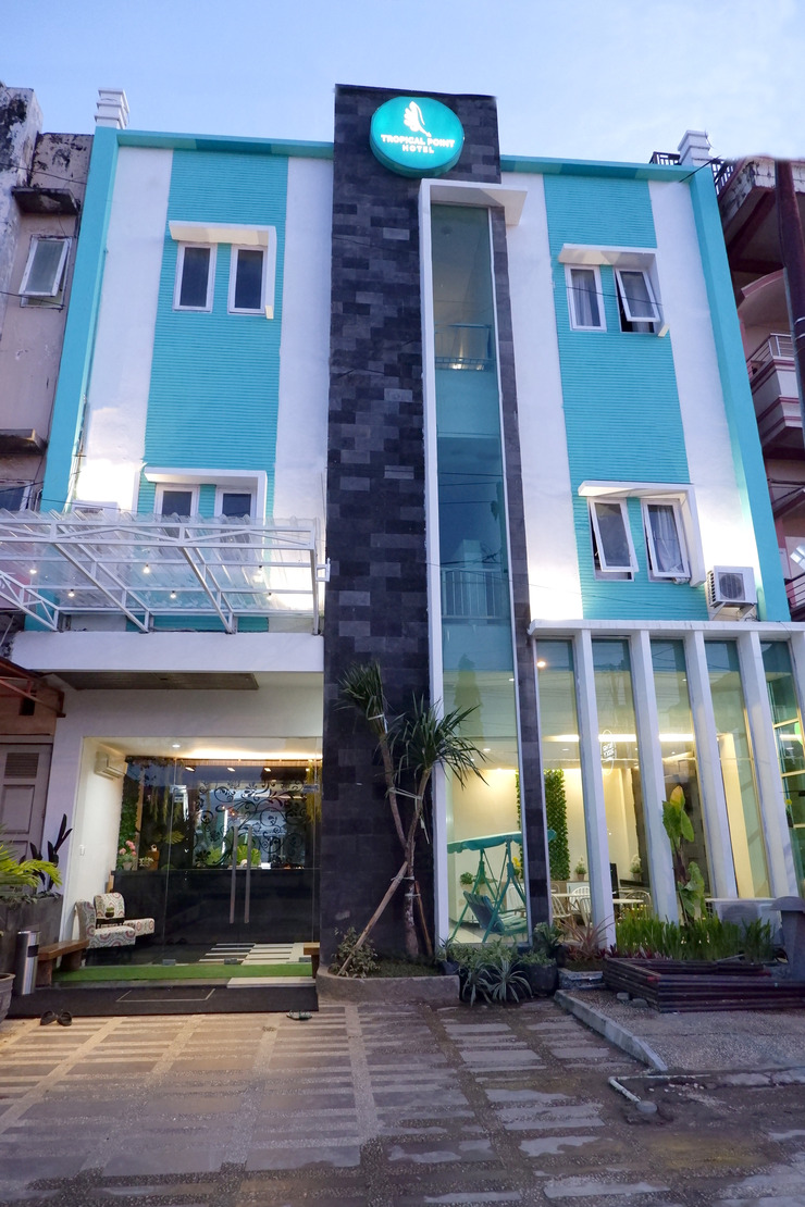 Tropical Point Hotel Syariah Kendari - Front
