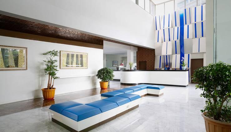 BATIQA Hotel and Apartments Karawang - Lobby