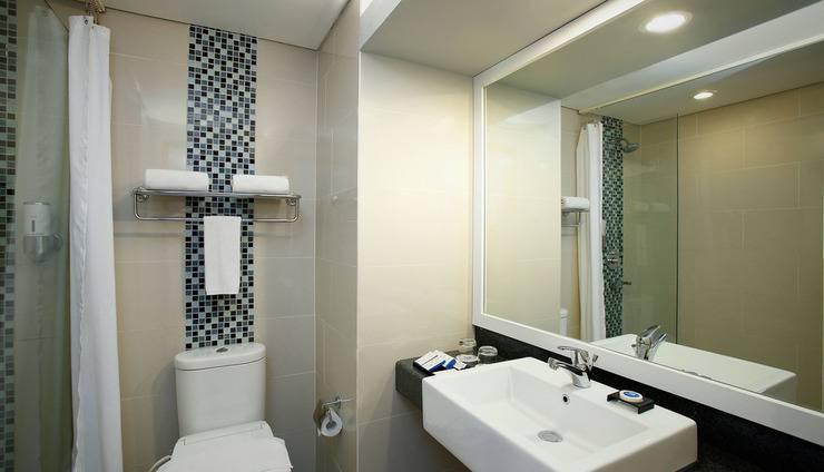 BATIQA Hotel and Apartments Karawang - Bathroom