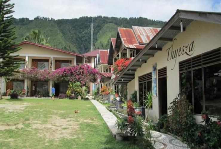 Thyesza Hotel Danau Toba - Exterior