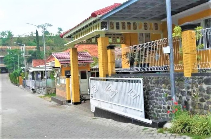 Homestay Puspita Pacet Mojokerto - Hotel Around
