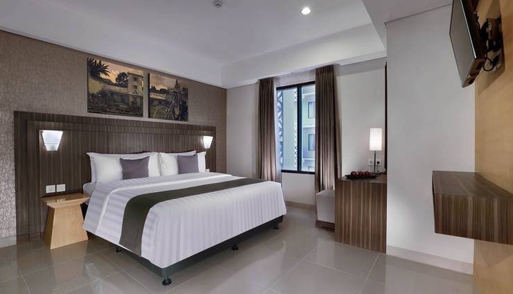 Neo+ Awana Yogyakarta - Suite Room