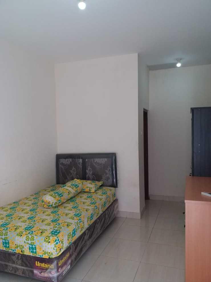 OYO 2851 Anggrek House Syariah Depok - Bedroom