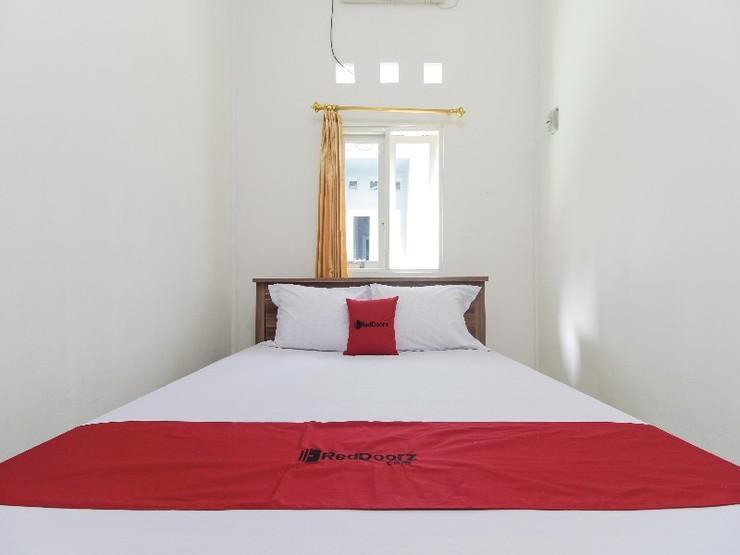 RedDoorz near Universitas Palangkaraya Palangka Raya - Guestroom