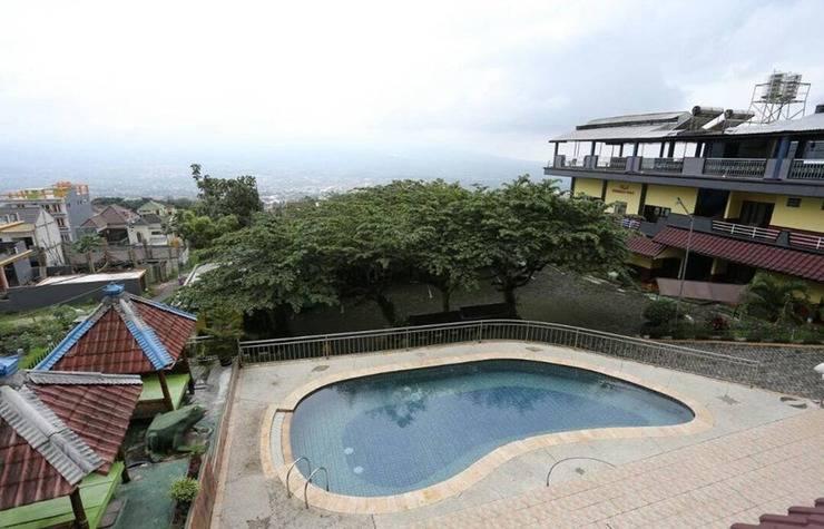 Villa Panderman Indah Malang - Pool