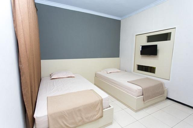 Villa Panderman Indah Malang - room
