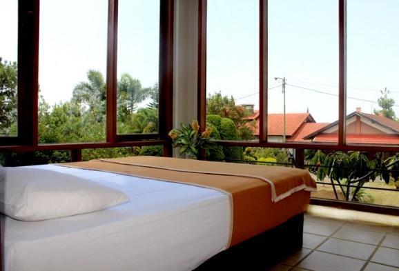 Villa Gracia Istana Bunga Lembang Bandung - Kamar tamu