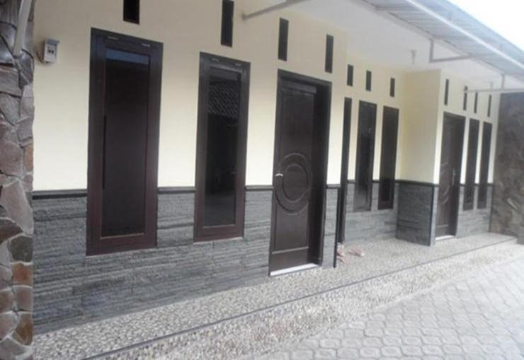 Villa Tania Batu Malang - Exterior
