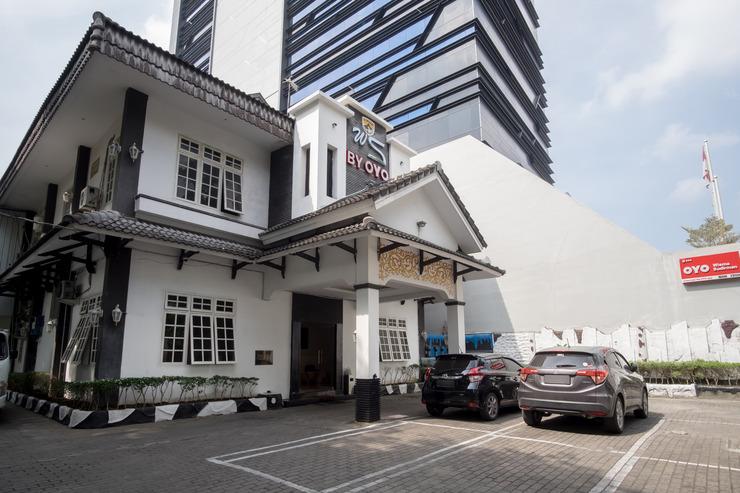OYO 596 Wisma Sudirman Medan - Facade